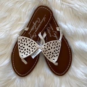 NWT American Eagle White Cutout Leather Sandals 8